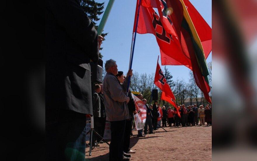 Gegužės 1-ąją Šiauliuose plevėsavo vėliavos su nacių simbolika