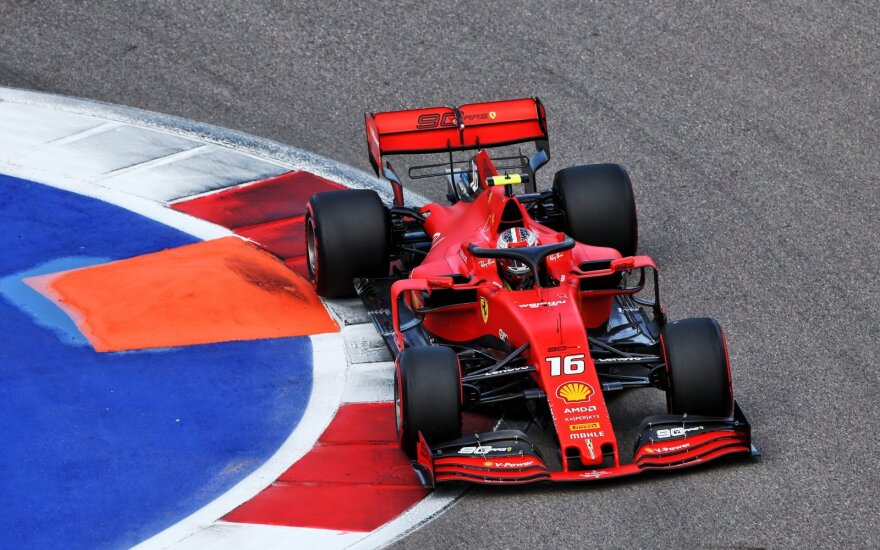 """""""Formulės-1"""" kvalifikacijoje Rusijoje – dar viena Leclerco pergalė"""