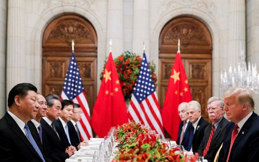 Xi Jinpingas, Donaldas Trumpas, Kinijos ir JAV delegacijos