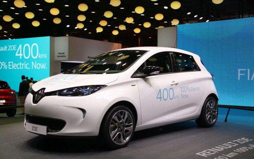 """Naujas """"Renault Zoe"""" jau galės nuvažiuoti iki 400 km, o netrukus prancūzai pagamins dar vieną, pigų modelį"""