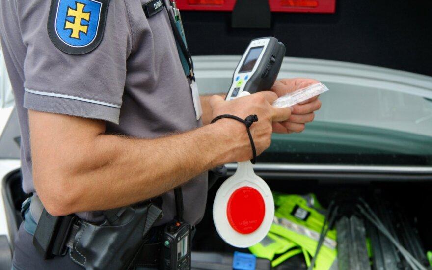 Vilniuje girtutėlis vairuotojas siekė susitarti – pareigūnams pasiūlė kyšį