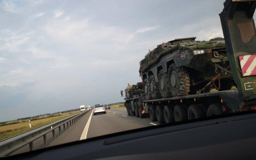"""Skaitytojai užfiksavo transportuojamus Lietuvos kariuomenės """"Vilkus"""""""
