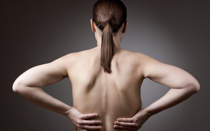 Specialistė pataria, kaip kovoti su nugaros skausmais