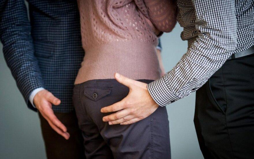Pavydi žmona papasakojo, kaip tikrina ir kur neleidžia eiti savo vyrui
