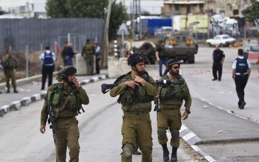 Izraelio policija pašovė du palestiniečius, mėginusius subadyti pareigūnus Vakarų Krante