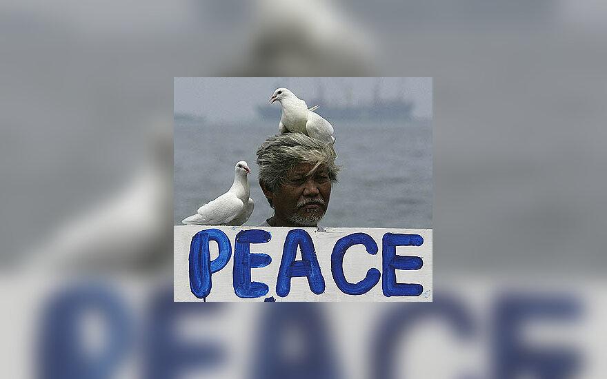 Filipinietis prie JAV ambasados reikalauja taikos