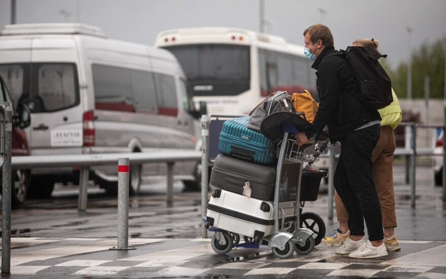 Premjerės atstovė: kelionės į užsienį ribojamos nebus