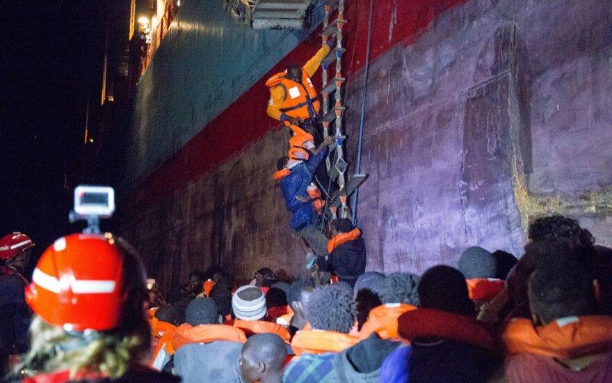 """""""Danish Maersk Line"""" laivas pietinėje Italijoje išgelbėjo 113 migrantų"""