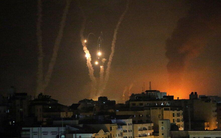 Izraelyje nesiliauja smurtas: iš Gazos ruožo paleista 1,5 tūkst. raketų, nuo antskrydžių žuvo 67 palestiniečiai