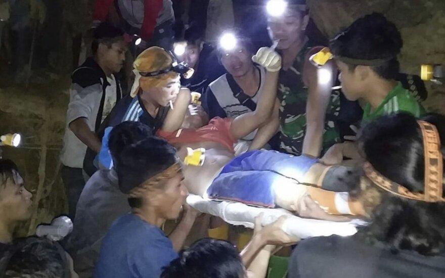 Indonezijoje per griūtį neteisėtoje aukso kasykloje palaidota dešimtys žmonių