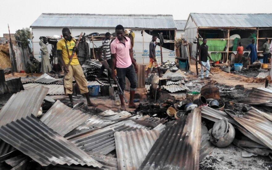 Nigeryje džihadistams užpuolus kariuomenės stovyklą žuvo per 60 žmonių