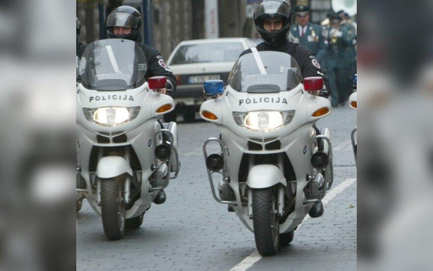 Keliuose pasirodys motociklais patruliuojantys pareigūnai