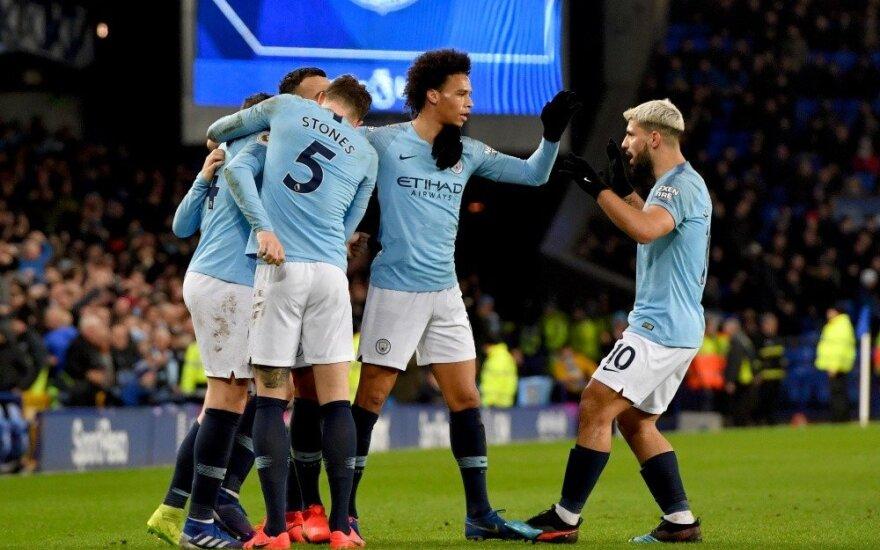 """Du įvarčiai per pridėtą laiką leido """"Man City"""" pavyti """"Liverpool"""""""