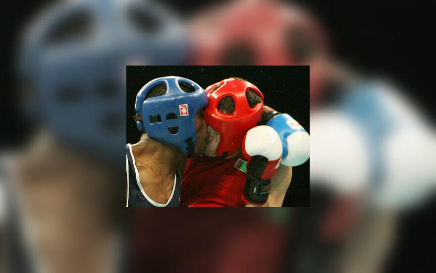 Ališkeras Baširovas (d) ir Muhammadas Balochas (k) susiėmė per Azijos žaidynių bokso varžybas