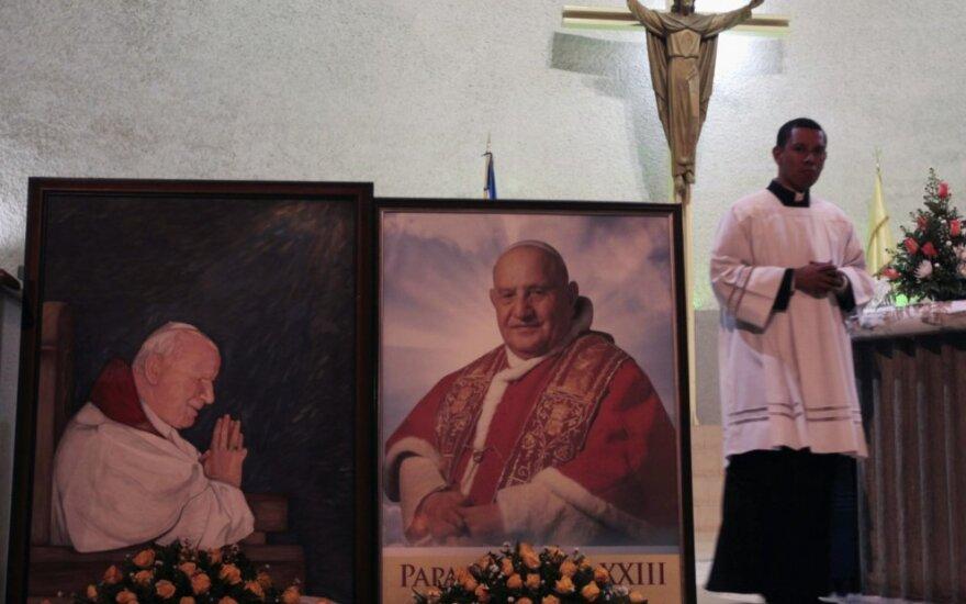 Kunigas laiko pamaldas Managvos katedroje
