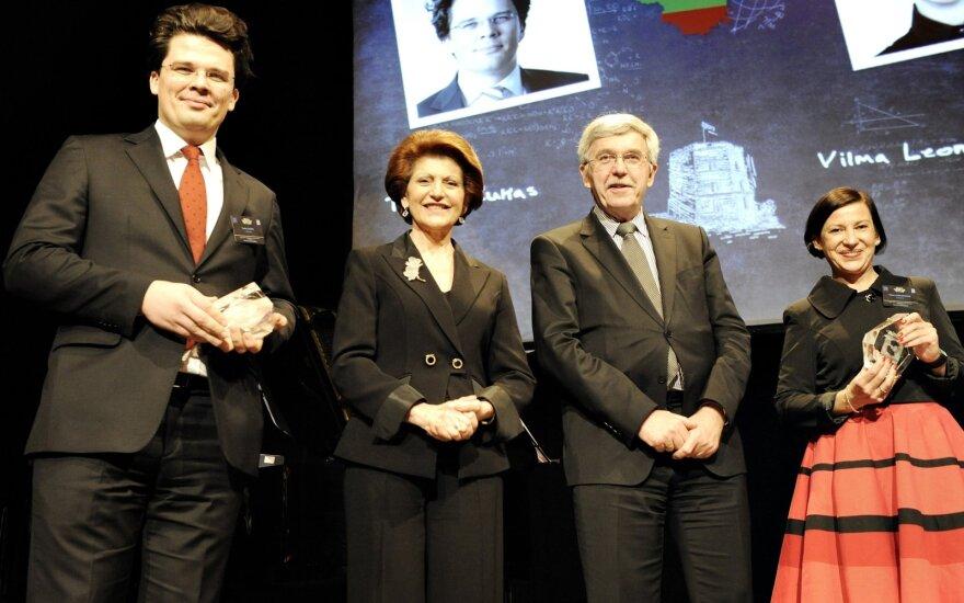 Briuselis, 2012-ieji: Advokatas dr. T. Žukas priima Erasmus ambasadoriaus apdovanojimą iš Europos Komisijos švietimo ministrės.