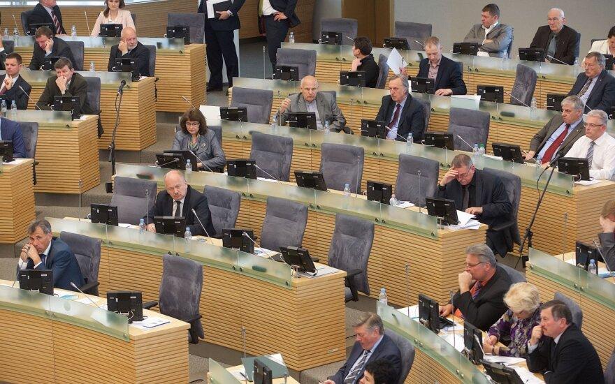 Įstrigo siūlymas dėl sumažintų lėšų parlamentinei veiklai