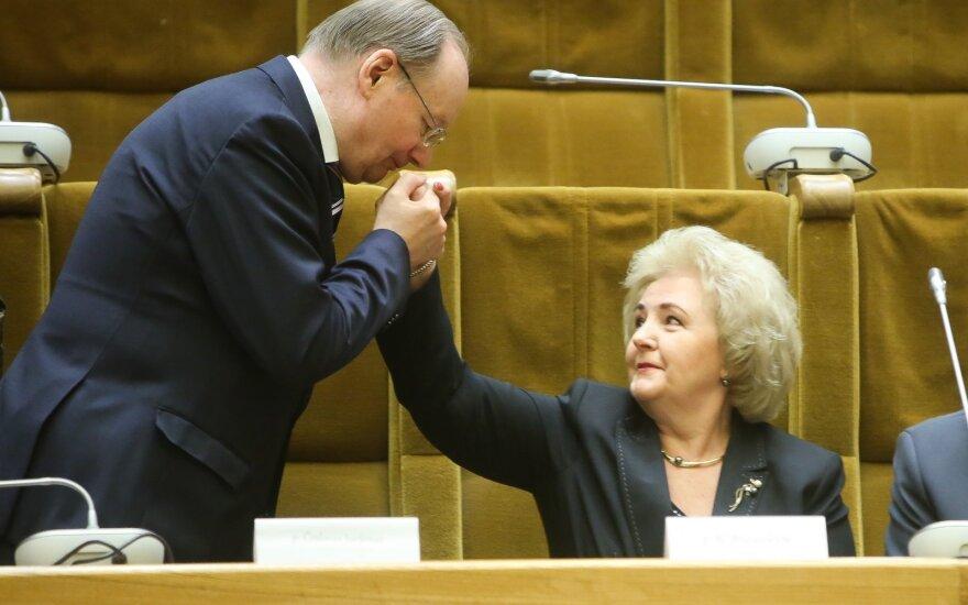 Vyriausybė svarstys dėl signataro našlės rentos Brazauskienei