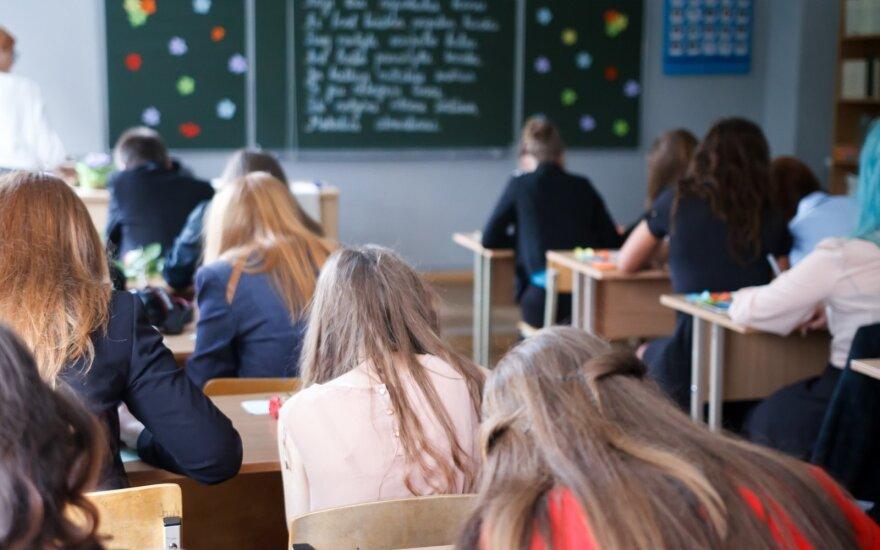 Grįžtantiems 5-11 klasių moksleiviams pamokos vykti galės nekeičiant kabinetų
