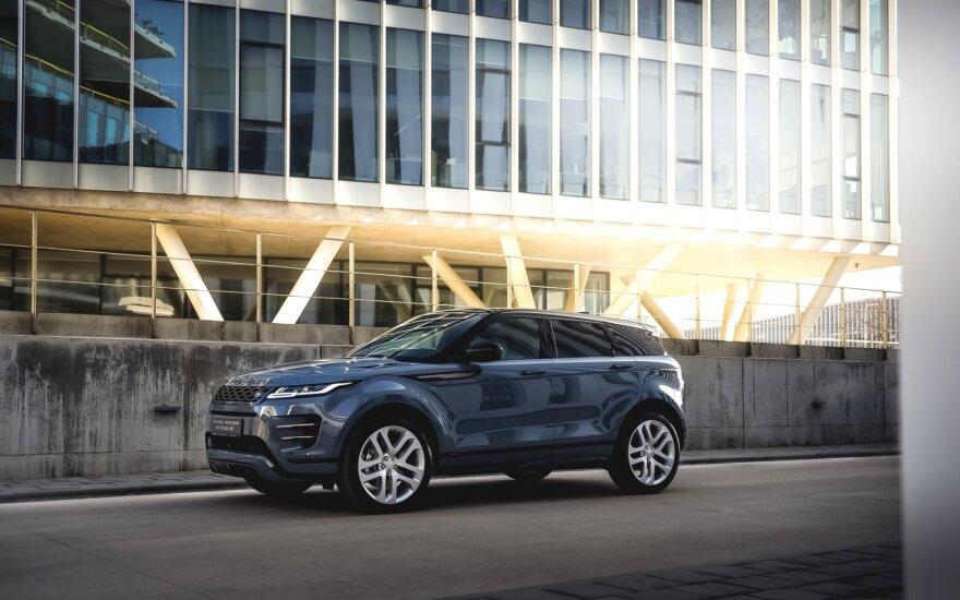 """""""Range Rover Evoque"""" tapo moterų mėgiamiausiu miesto visureigiu"""