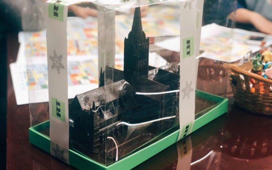 """RT kanalo dovana – """"Novičiok"""" apnuodijimą primenantis Solsberio katedros tortas"""