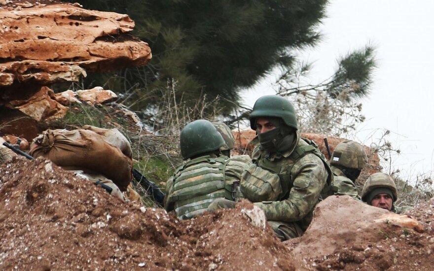 Turkijos kariai pradėjo patruliavimą prie Sirijos šiaurinio Manbidžo miesto