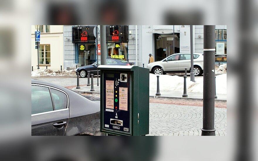 Vilnius pirks saulės energija maitinamus automobilių stovėjimo bilietų automatus