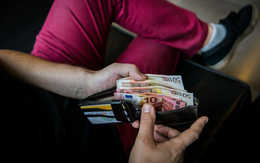 Nuo rugpjūčio 1-osios skolininkai galės lengviau atsikvėpti: keičiasi antstolių įkainiai
