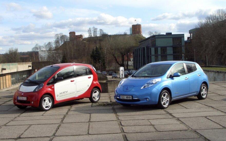Nissan Leaf (dešinėje) ir Mitsubishi i-MiEV