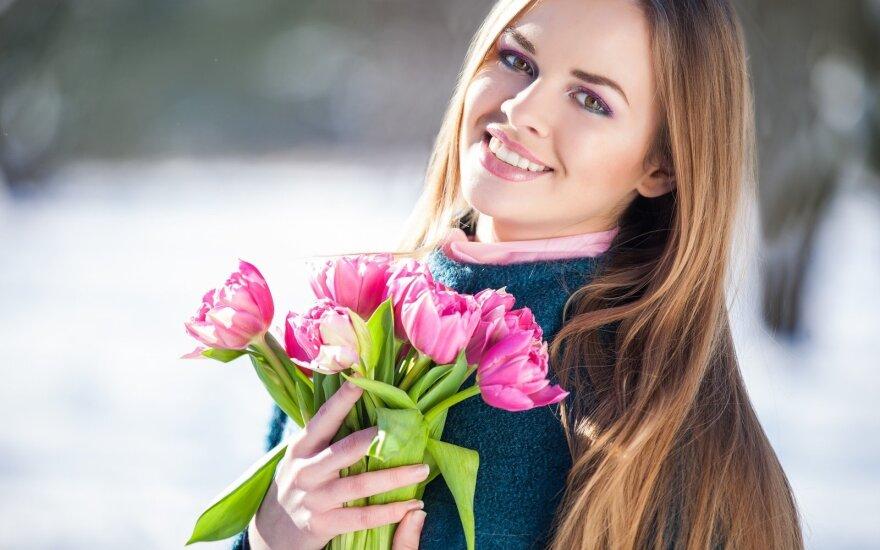 Moteris pavasarį
