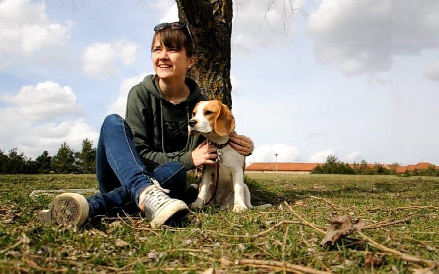 Į Daniją išvykusi mergina džiaugiasi pasiėmusi ir šunį