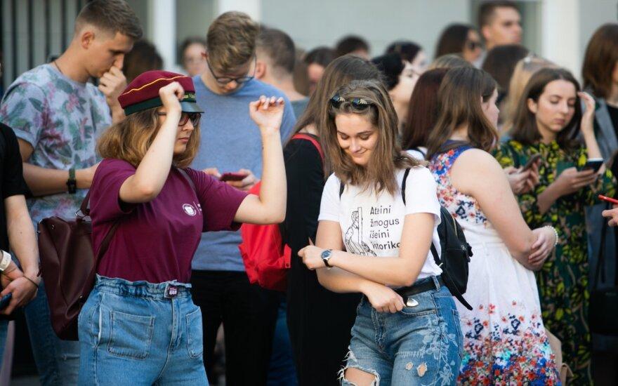 Švietimo, mokslo ir sporto ministerija siūlo didinti nemokamų bakalauro studijų vietų, skatinti aukštąsias mokyklas pagal rezultatus