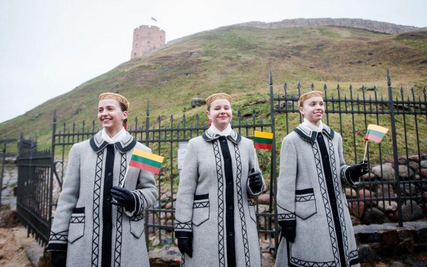 Vasario 16-ąją lietuviai nusipirko beveik milijoną trispalvių
