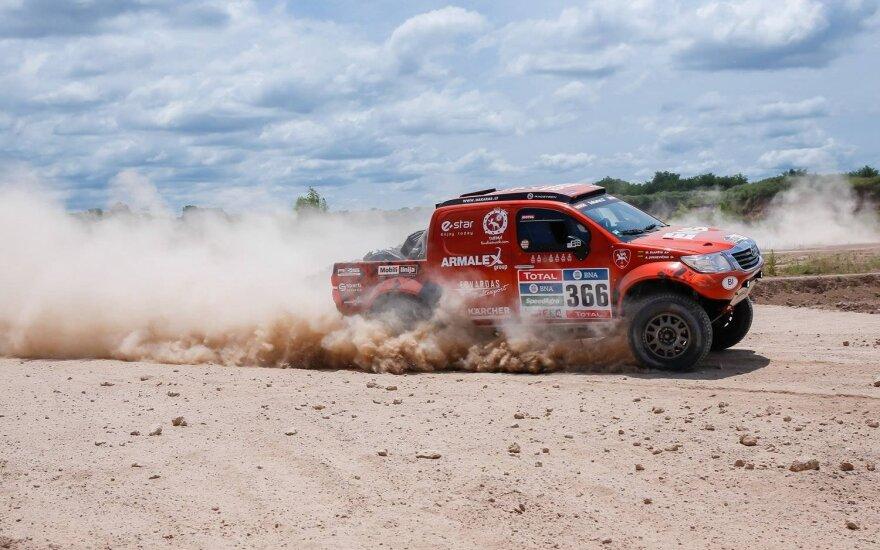 Dakaro ralyje bandomuoju triušiu dažnai tampa A. Juknevičiaus bolidas