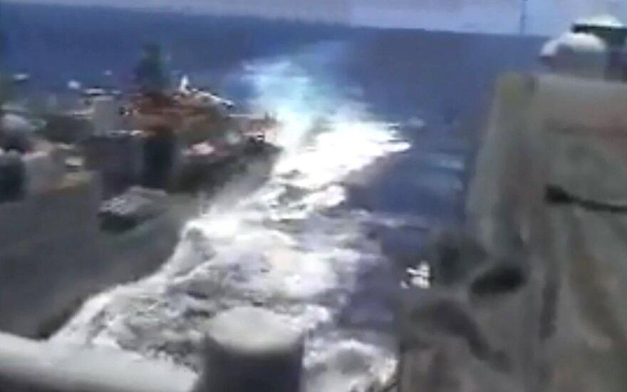 Dar vienas pavojingas manevras: vos nesusidūrė JAV ir Rusijos karo laivai