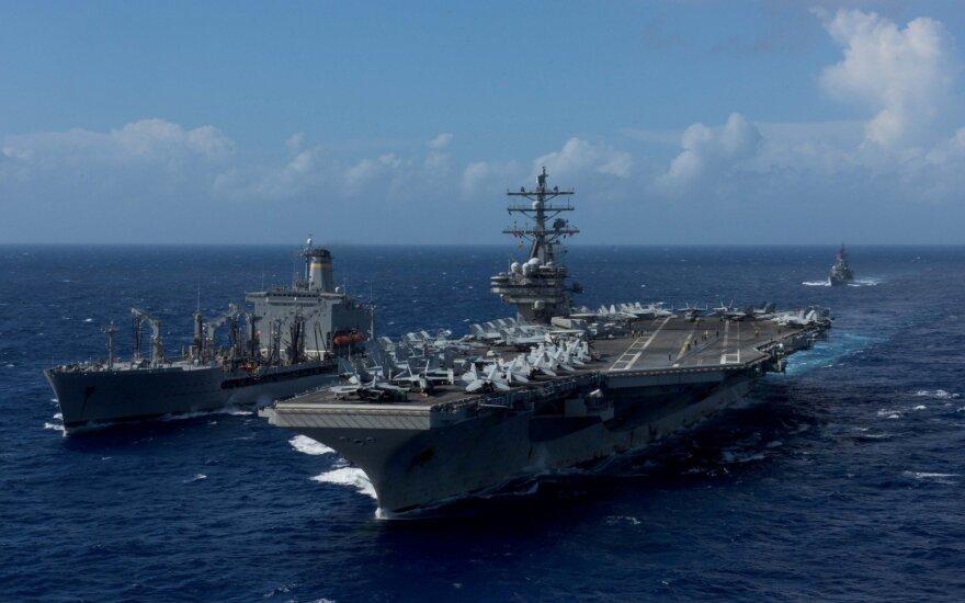 JAV į Pietų Kinijos jūrą siunčią du lėktuvnešius