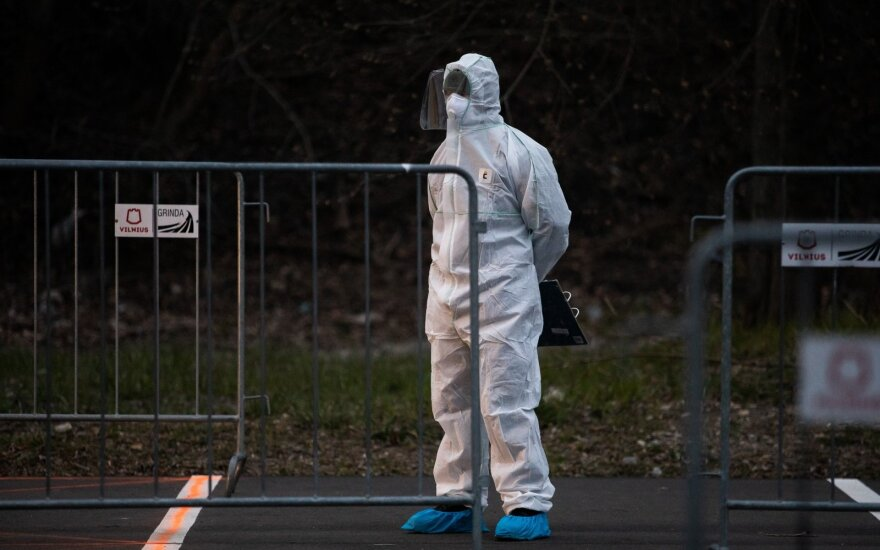 Vyriausybė skyrė po 100 tūkst. eurų koronaviruso vakcinos kūrimui, moksliniams tyrimams