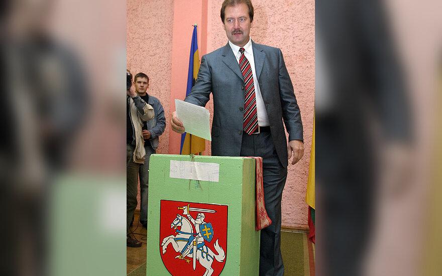 Seimo rinkimuose balsuoja Viktoras Uspaskichas