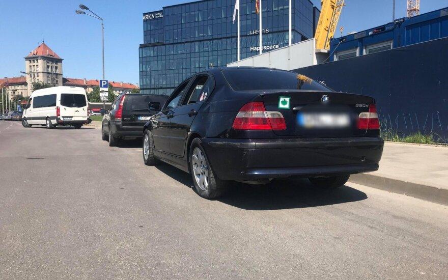 Į paskutinį skambutį keliavusio abituriento BMW pateko į avariją, sužalotas žmogus