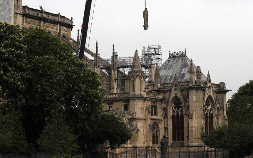 Prieš metus liepsnojo Paryžiaus Dievo Motinos katedra