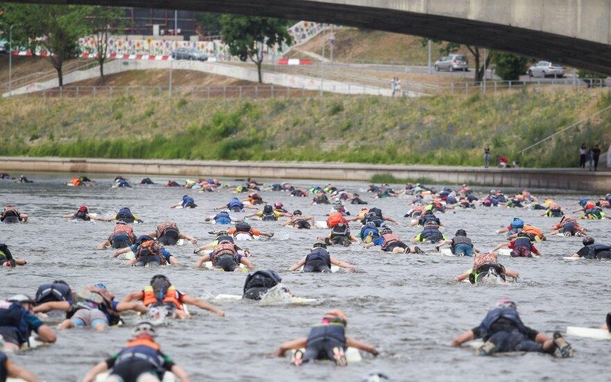 Adrenalino dozė nuotykių lenktynėse: po plaukimo Nerimi – užduotys tamsiuose ir drėgnuose tuneliuose