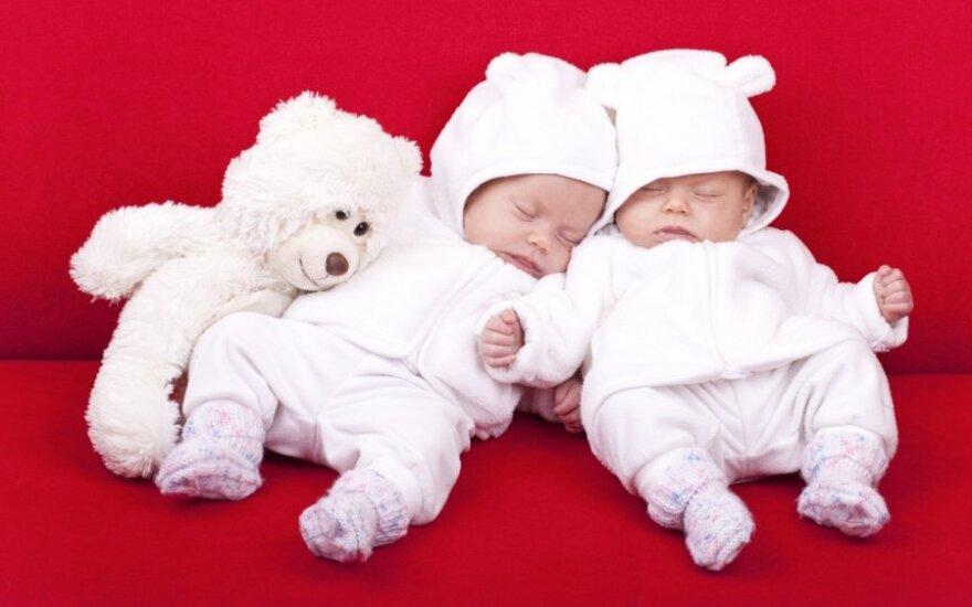Į mokyklėlę! Net kūdikiams nebevalia tingėti?