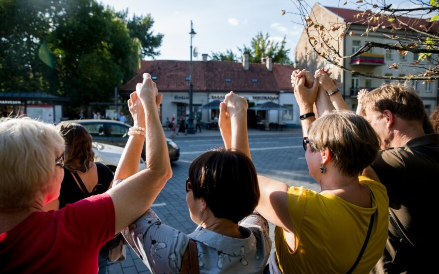 Nauseda plans to join human chain from Vilnius to Belarusian border