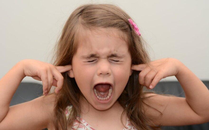 Dėl netinkamo vaiko elgesio daugiau neteks raudonuoti: taisyklės, kurios padės sudrausminti mažuosius padaužas