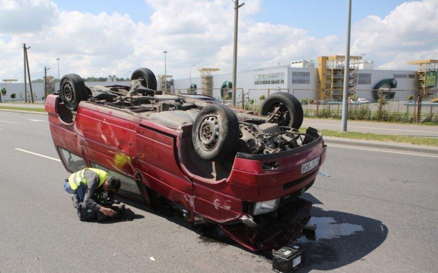 Prie Gariūnų - mikroautobuso avarija kaip veiksmo filmuose