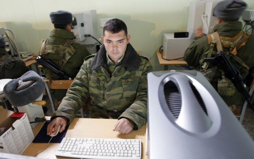 """""""Bellingcat"""" įkūrėjas pranešė apie numanomą Rusijos kibernetinę ataką prieš jo grupę"""