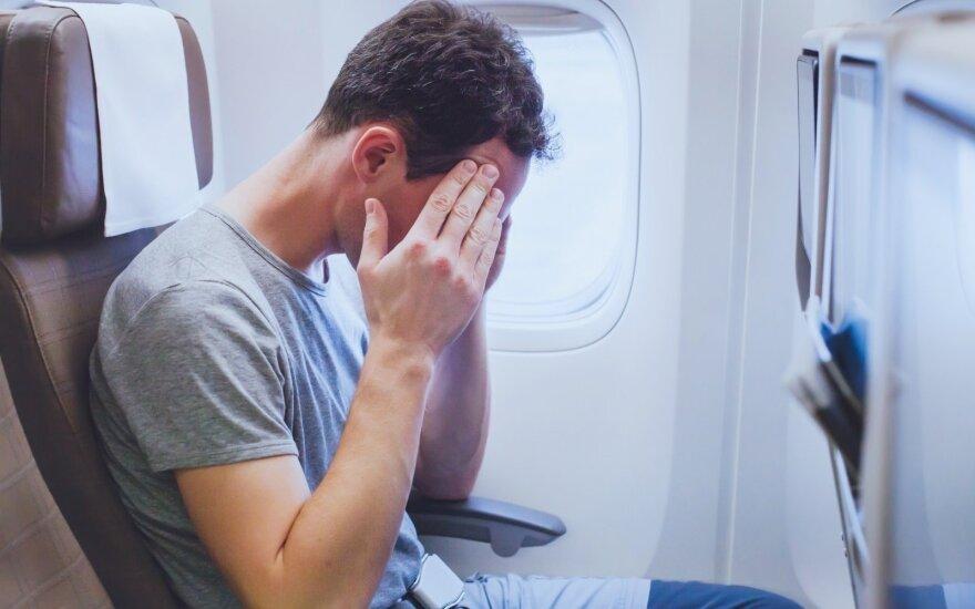 Ką daryti, kad leidžiantis lėktuvu neužgultų ausų?