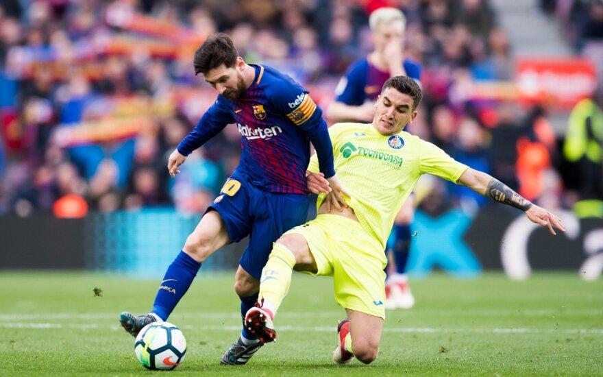 Mauro Arambarri stabdo Lionelį Messi
