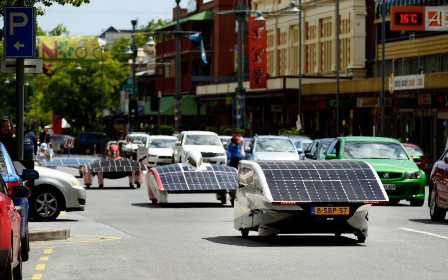 Australijoje prasideda epinės saulės baterijomis varomų automobilių lenktynės
