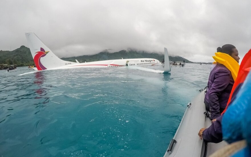 Mikronezijoje į lagūną nukritusiame lėktuve rastas žuvęs žmogus